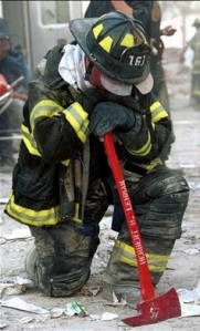 FDNY_FF_with_axe